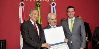 Desembargador Calandra com Ary Moutinho(E) e Bisneto(D)/Foto: Alberto Cesar