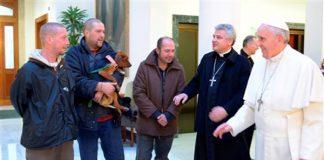 Papa recebe sem abrigos para o café da manhã/Foto: Observatore Romano