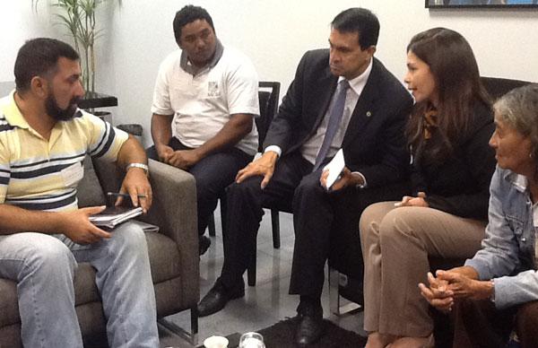 Conceição sampaio e Sidney Leite com representantes do Careiro da Várzea/Foto: Divulgação