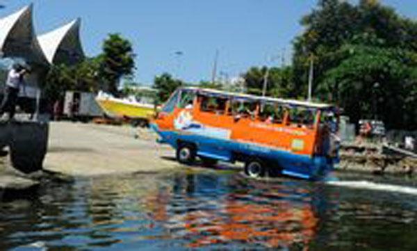 Ônibus anfíbio em teste no Rio de Janeiro/Foto: Reprodução