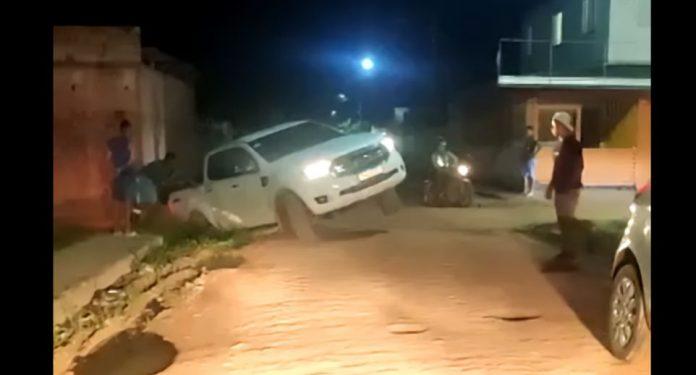 Mostrar o carro danificado